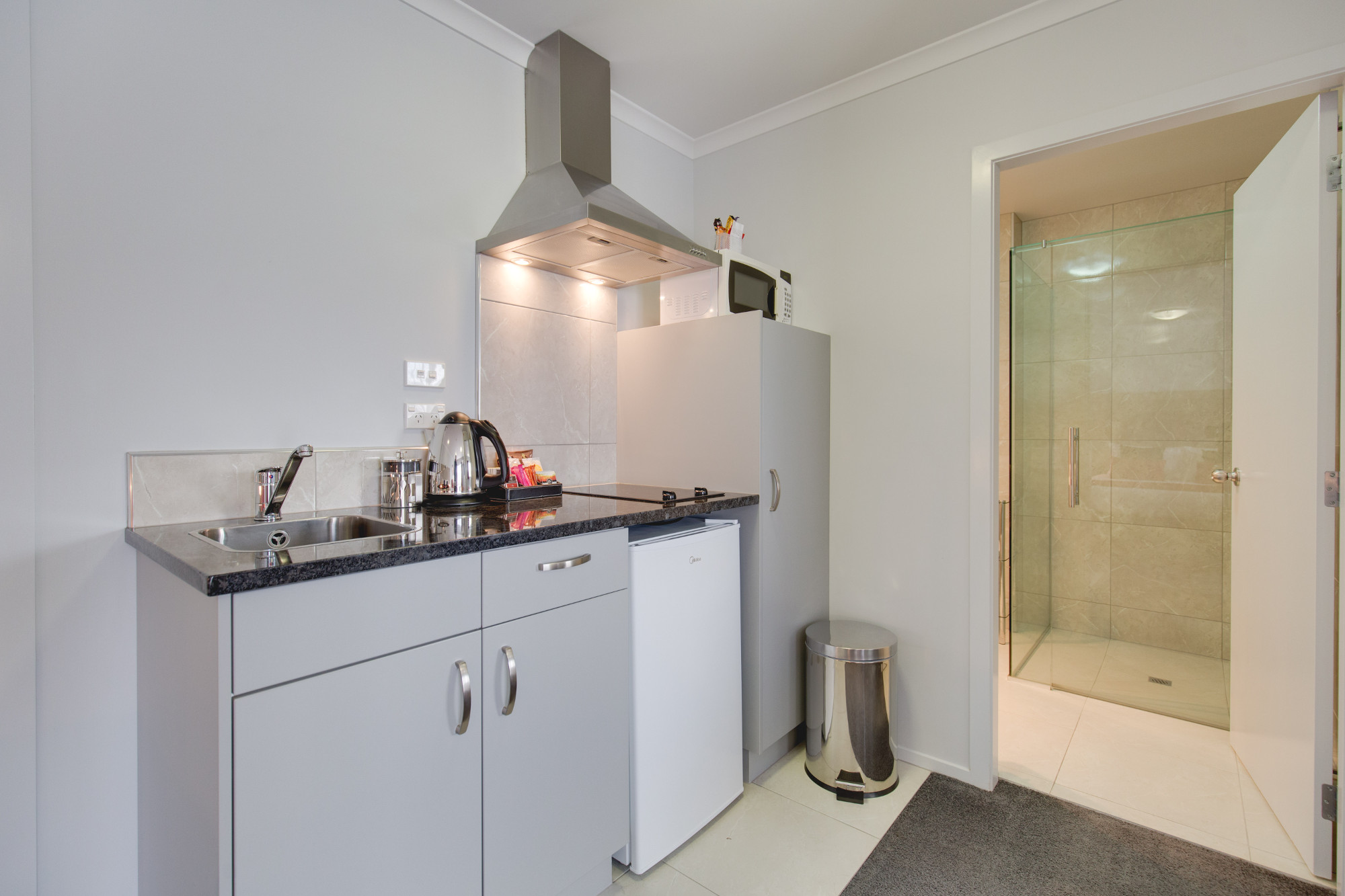 One Bedroom Shower KITCHEN